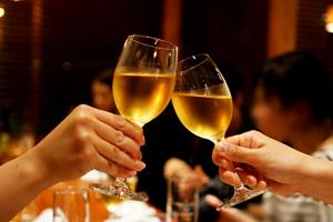 名古屋クレストンホテルの宴会・パーティー 乾杯イメージ