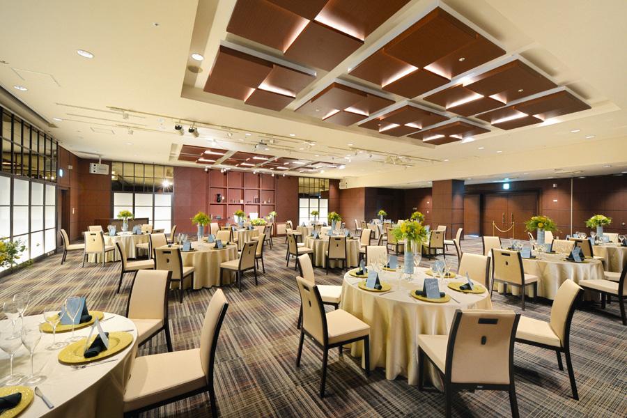 名古屋クレストンホテル宴会場「ザ・ノース / ザ・サウス」の結婚披露宴など正餐形式2