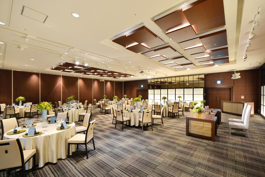 名古屋クレストンホテル宴会場「ザ・ノース / ザ・サウス」の結婚披露宴など正餐形式3