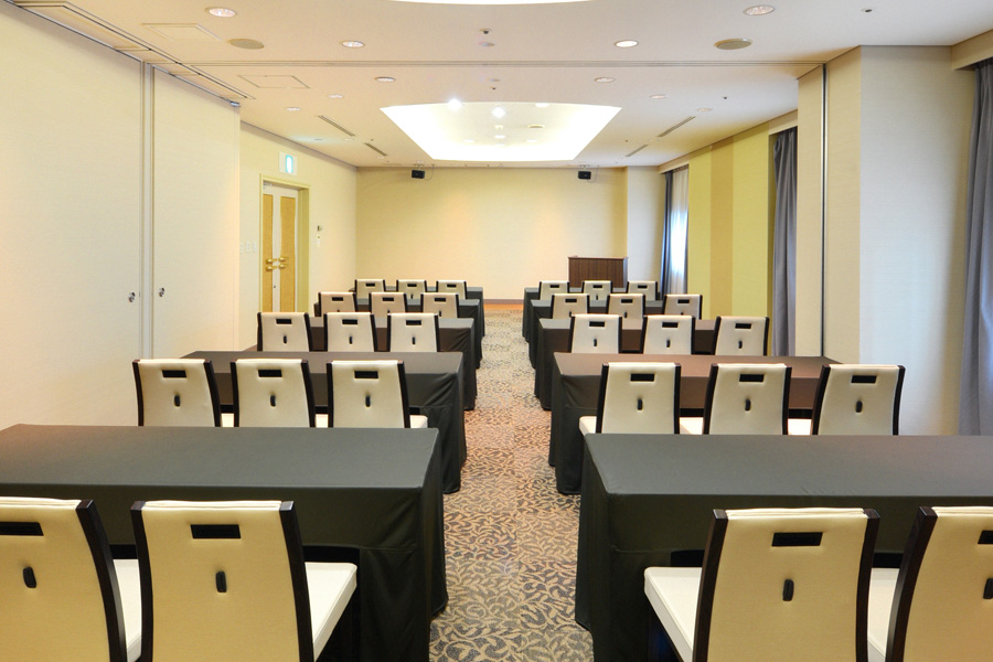 名古屋クレストンホテル宴会場「シャイン&ブライト」のセミナー形式