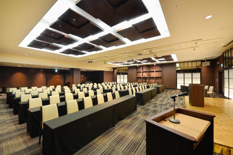 名古屋クレストンホテル宴会場「ザ・バンケット」の講演会などシアター形式
