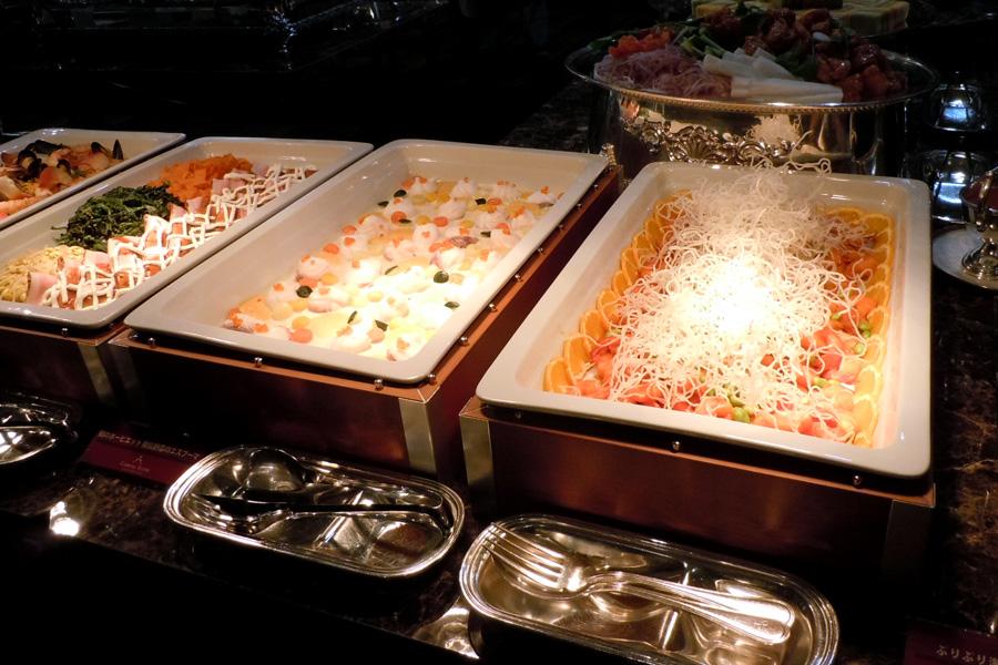 名古屋クレストンホテルの宴会・パーティー ブッフェ一例(サーモンマリネ・冷菜盛り合わせ)
