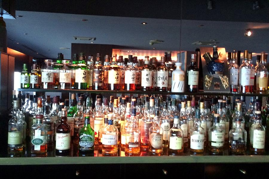 バー&ラウンジDIEZ(ディエス)のボトルの数々