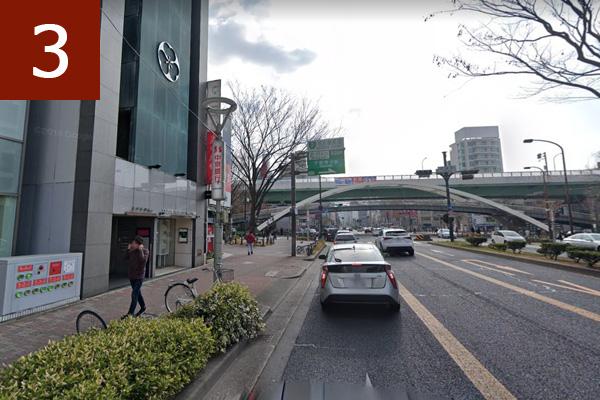 2個目の信号正面に名古屋高速
