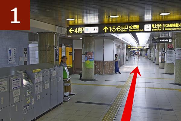矢場町駅改札を出る
