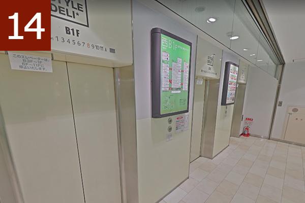 エレベーターで名古屋クレストンホテルへ