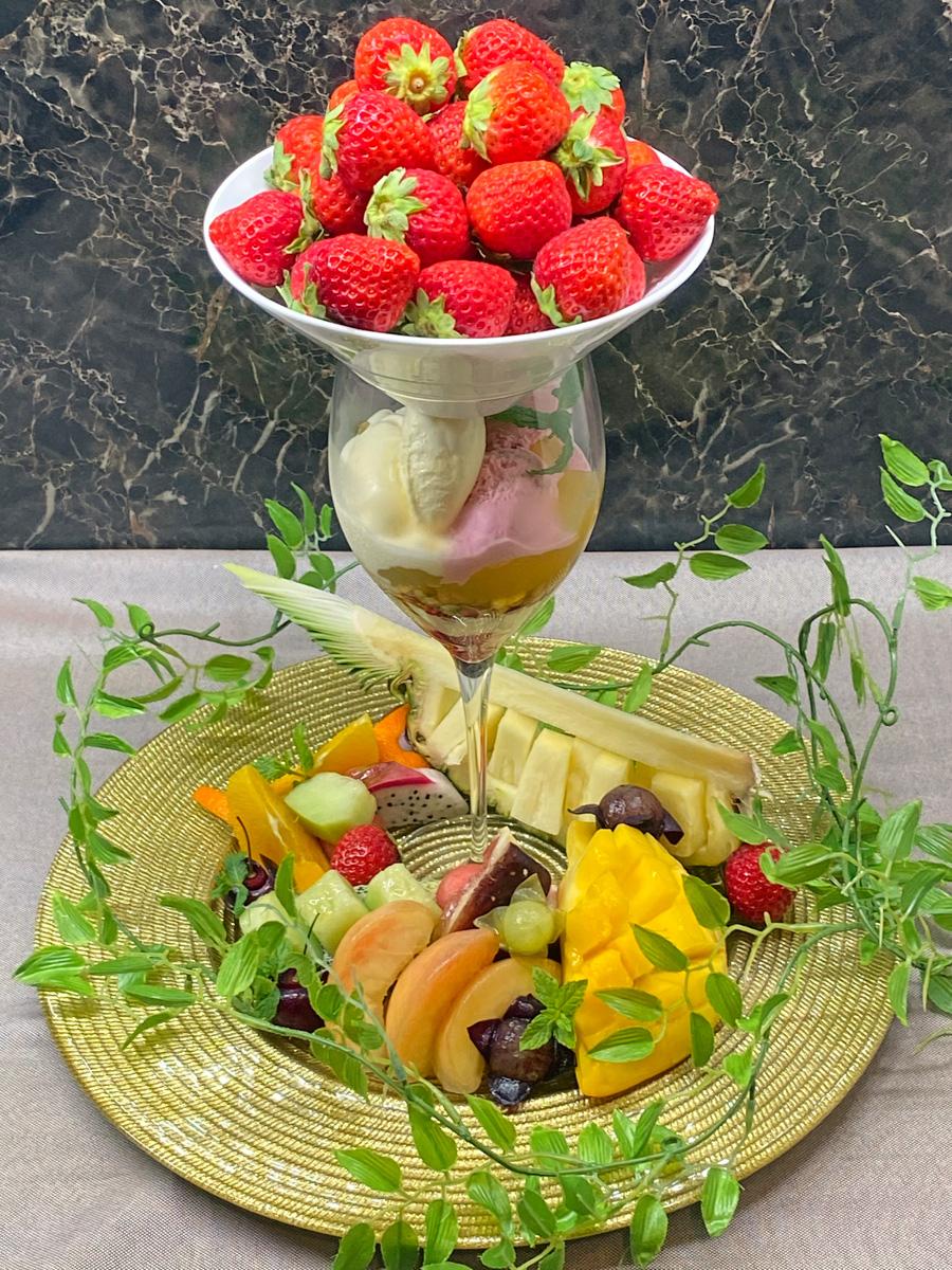 レストランヴェルヴェのカフェメニュー「スペシャルフルーツパフェ」